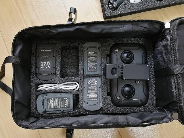 C-Fly DREAMのキャリングバッグにバッテリーを3つ詰めた画像