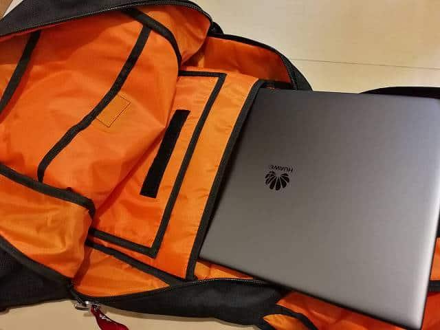 サンワダイレクト スクエアリュック 200-BAGBP004 のポケット画像PC収納部PCを格納する画像