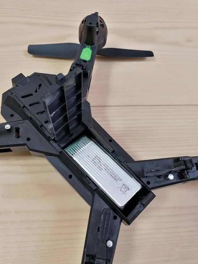 GW8807 GPSなしモデルのバッテリー格納部画像