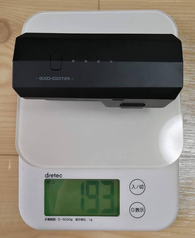 SJRC F11のバッテリー重量を計測する画像