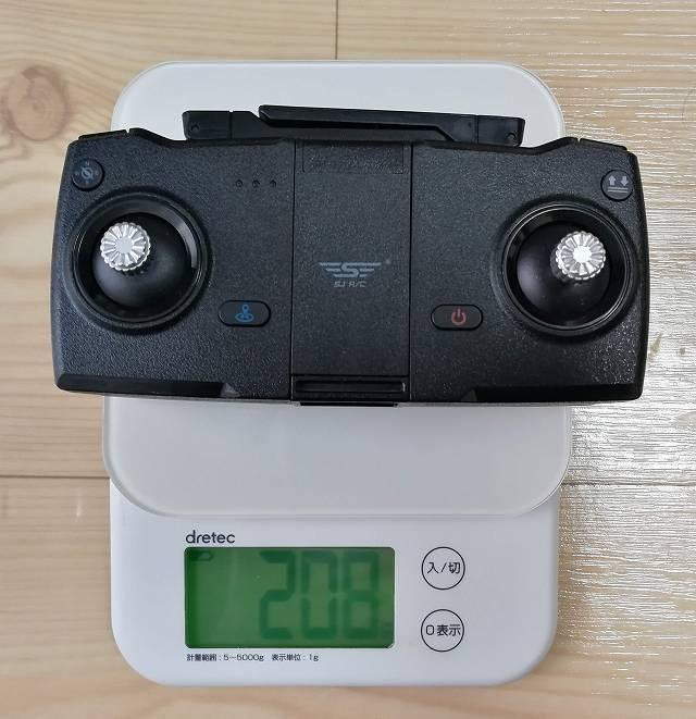 SJRC F11とZ5共通の送信機の重量を測る画像
