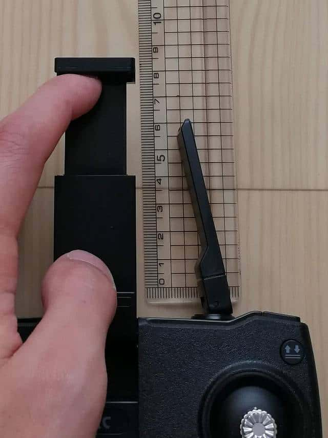 SJRC F11とZ5共通の送信機のスマホ搭載部のMAX値を測る画像