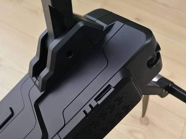 SJRC F11のSDカード挿入部の画像