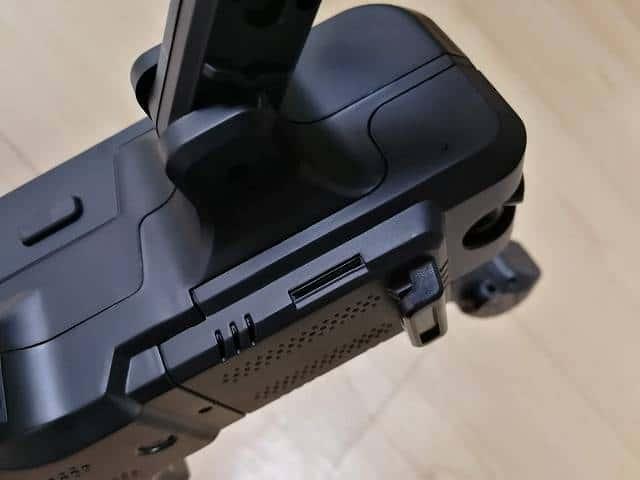 SJRC Z5のMicroSDカード搭載位置の画像