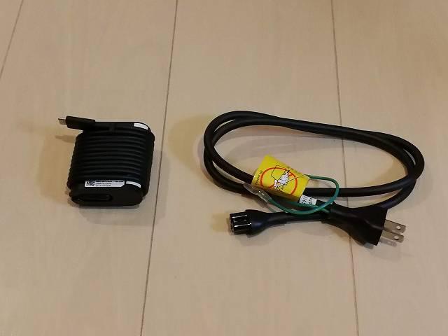 New XPS13 2-in-1 プレミアム の電源アダプタとケーブルの画像