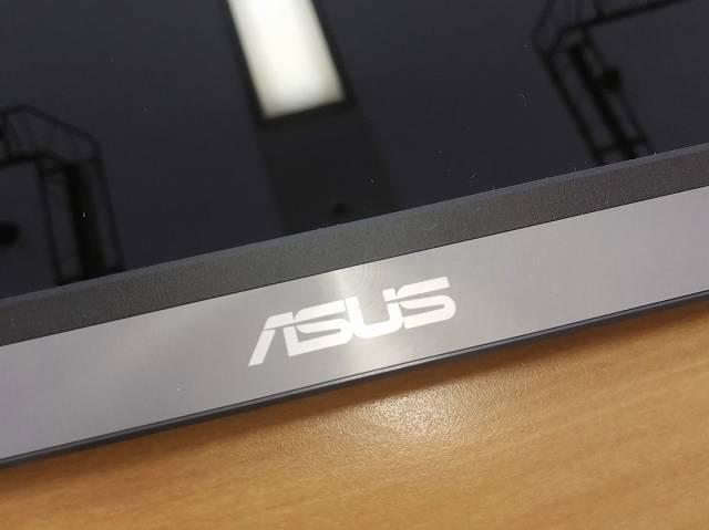 ASUS MB16AC の「ASUS」ロゴの画像
