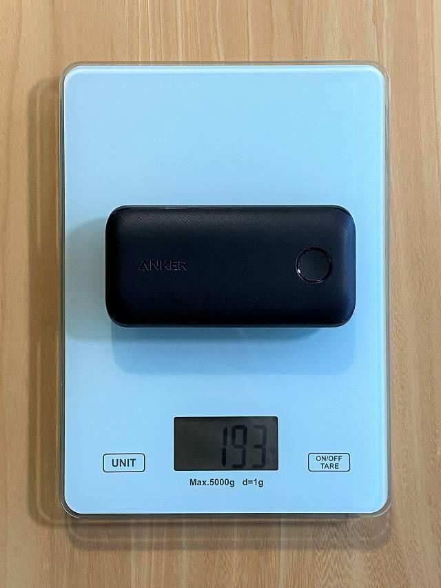 Anker PowerCore 10000 PD の重さを継続している画像