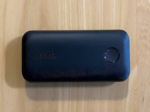 Anker PowerCore 10000 PD Redux のバッテリー残量は4段階のLEDで表示される