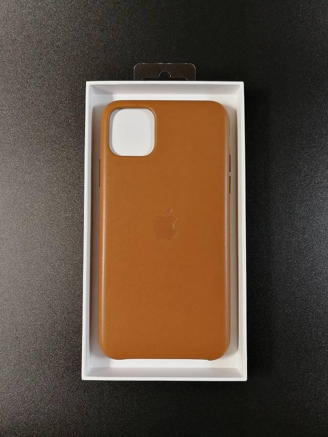iPhone11 Pro Max Apple純正レザーケース サドルブラウンを開封した直後の画像