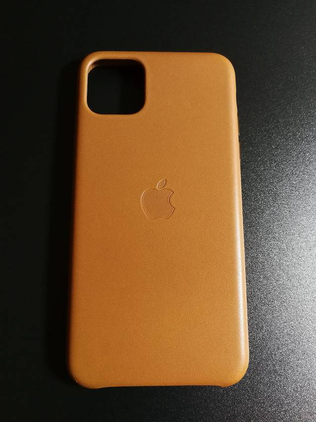 iPhone11 Pro Max Apple純正レザーケース サドルブラウンの表面の画像