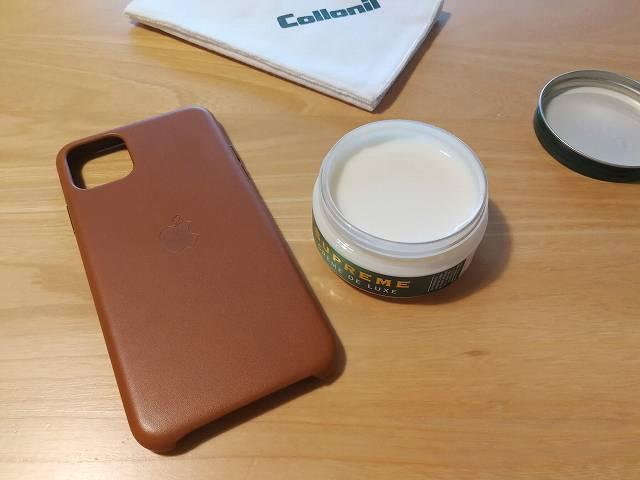 iPhone11 Pro Max Apple純正レザーケース サドルブラウンに栄養クリームを塗る