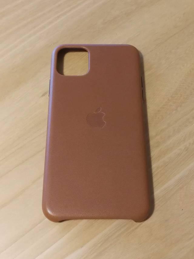 栄養クリームを塗り込む前のiPhone11 Pro Max Apple純正レザーケース サドルブラウン