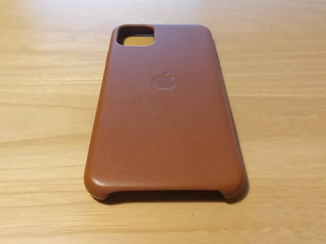 iPhone11 Pro Max Apple純正レザーケース サドルブラウンを栄養クリームを塗って拭き上げた直後の画像