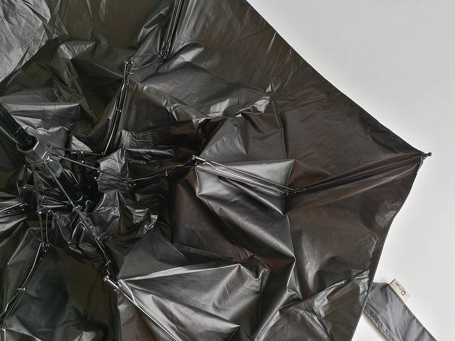 Rainskyの親骨の折り畳まれる様子の画像