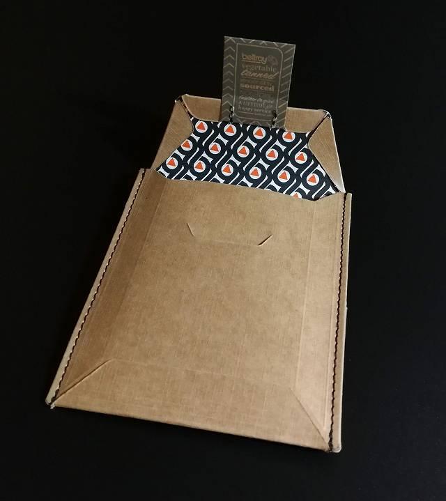 ベルロイノートスリーブウォレットのパッケージ内側の柄の画像