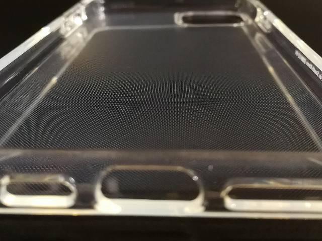 Spigen iPhone 11 Pro Max ケース クリスタル・クリア内側のドットパターン部分の画像