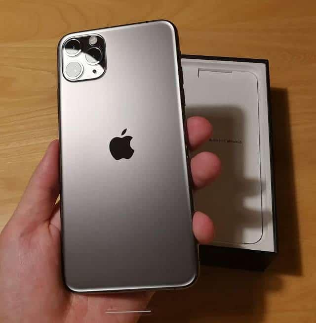 宇宙的な美しさを醸し出すiPhone11 Pro Maxの背面