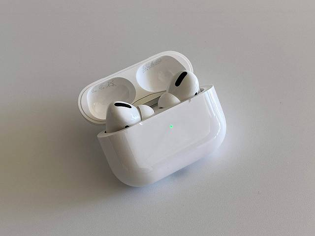 Apple AirPods Proを開いた状態の画像