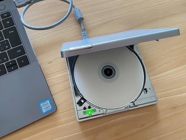 VIdeoProcでDVDをデータ化するためにDVDドライブにセットしている画像