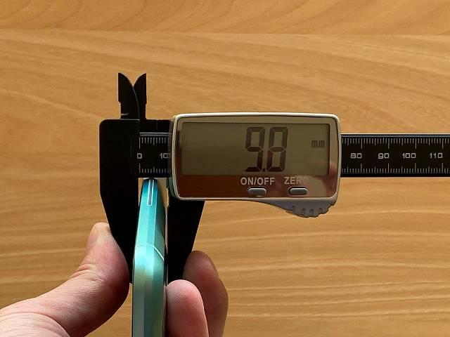 BlackShark2の厚みを計測する画像