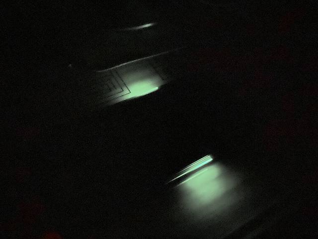 BlackShark2のLEDが暗闇で怪しく光る画像