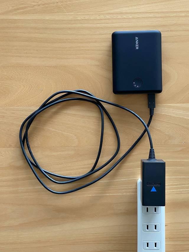Anker PowerCore 13400 Nintendo Switch Edition は純正ACアダプターで充電可能な画像