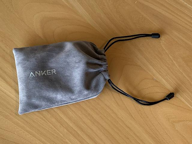 Anker PowerCore 13400 Nintendo Switch Edition を専用ポーチに入れた画像