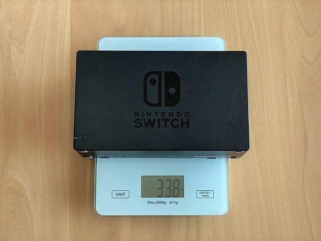 Nintendo純正スイッチドックの重さを計測した画像