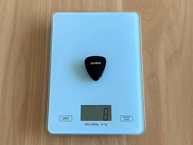 AeroBandの重さを計測している画像