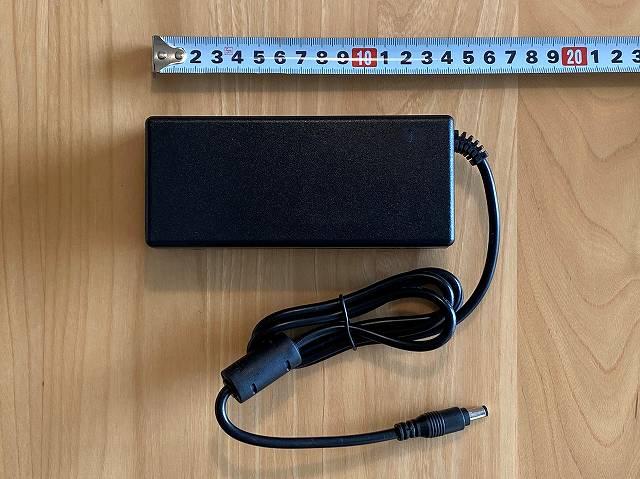 JAPANNEXT『JN-IPS320CUHDR-N』の電源アダプタ部分画像