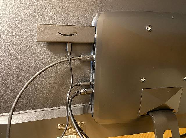 JAPANNEXT『JN-IPS320CUHDR-N』にFire TV Stick 4Kを接続している画像