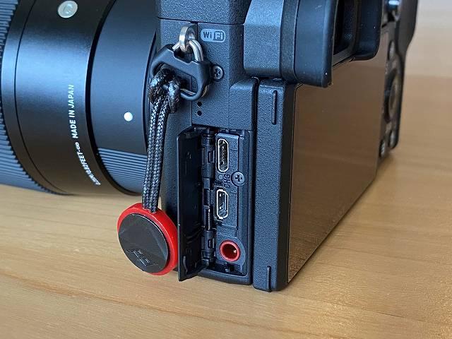 SONY α6400 のコネクタ部分画像