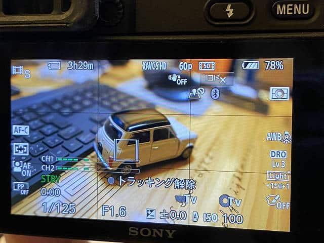 SONY α6400 のトラッキング時の液晶モニター表示の画像