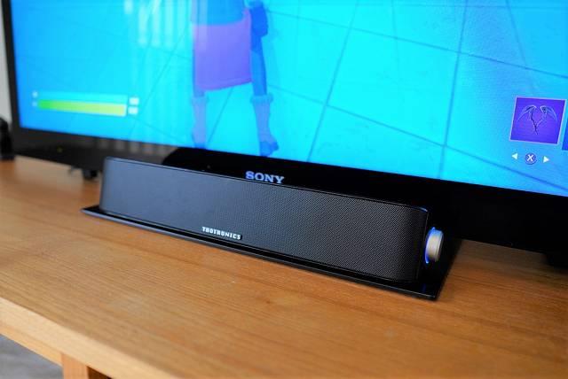 TaoTronics TT-SK028をテレビの正面に設置した画像