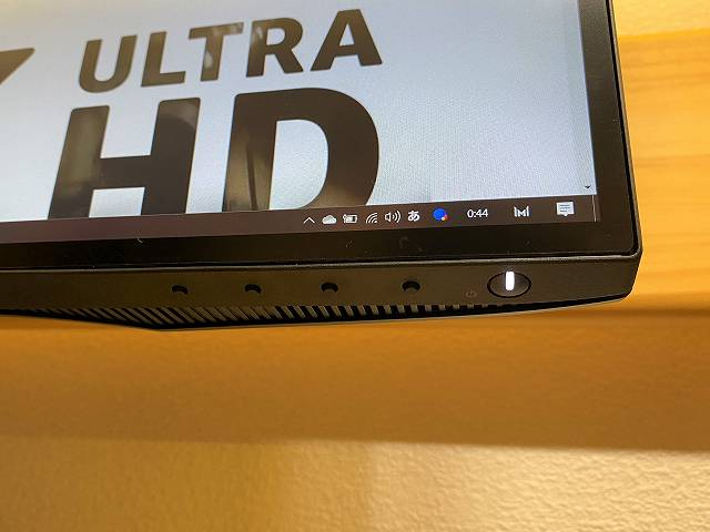 DELL U2720QM の固いメニューボタンの画像