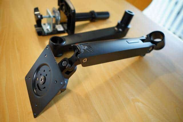 Amazonベーシック モニターアームはVESA規格の75mmと100mm両方に対応