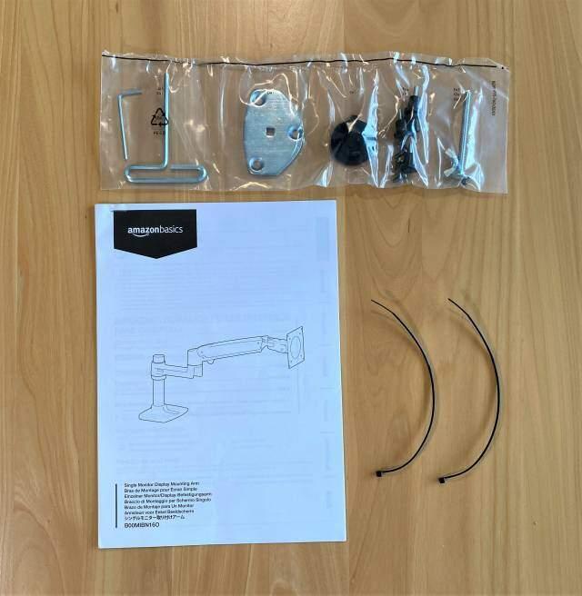 Amazonベーシック モニターアームの説明書などの付属品の画像