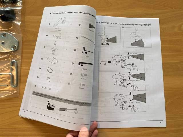 Amazonベーシック モニターアームの説明書の画像