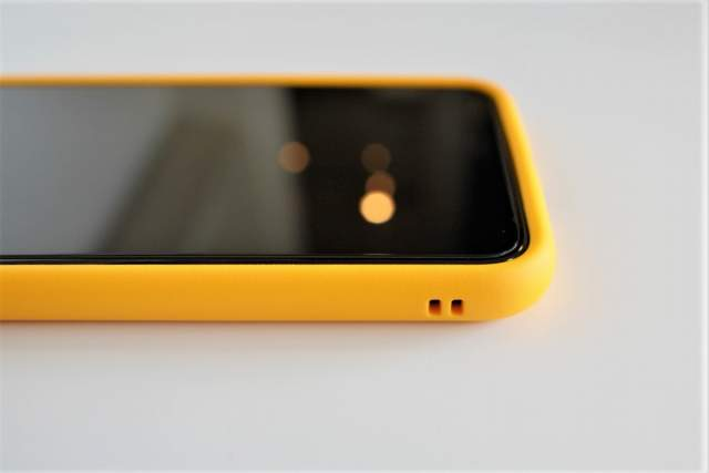 Rhinoshield CrashGuard NXをiPhone 11 Pro Maxに取り付けた状態でのストラップホール部分の拡大画像