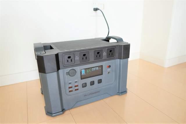 Monster X の背面コンセントを接続し充電を開始した状態の画像