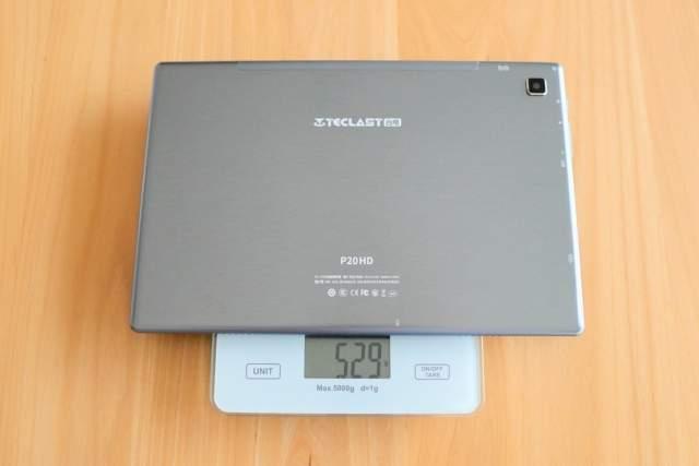 TECLAST P20HDの重さを計測している画像