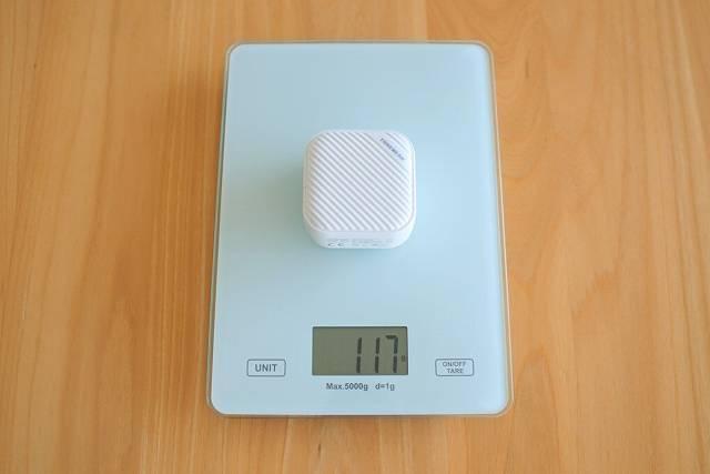 TUNEMAX 66W GaN の重さを計測している画像