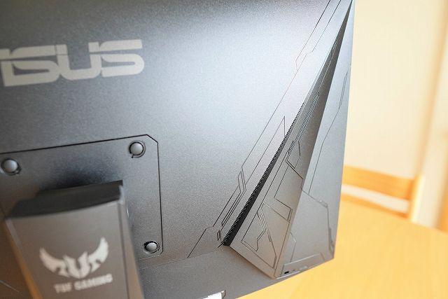 ASUS TUF Gaming VG27VQ のディスプレイ背面サイド部分のデザイン