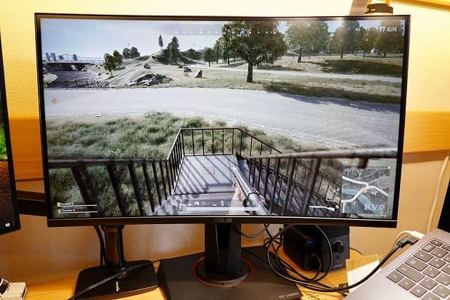 ASUS TUF Gaming VG27VQ でPUBGをプレイしている画像
