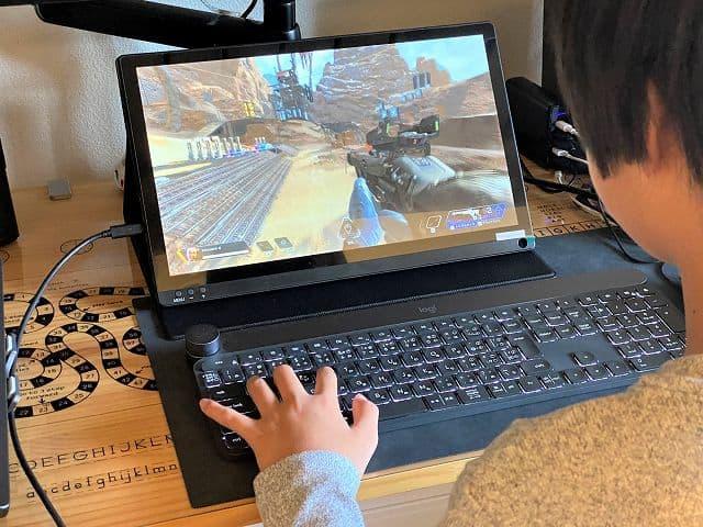 Geoyeao EVP-301でゲームをプレイしている様子の画像