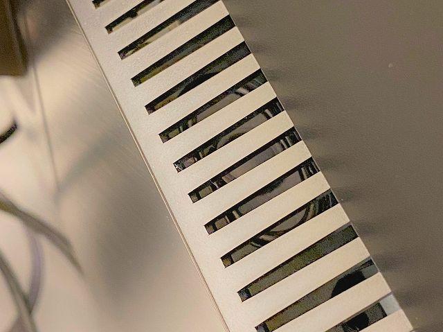 ASUS ProArt PA278QVのスピーカー部分の拡大画像