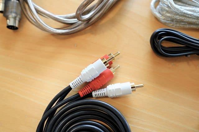 AIRPULSE A80 付属しているRCAケーブルは金メッキ処理されている