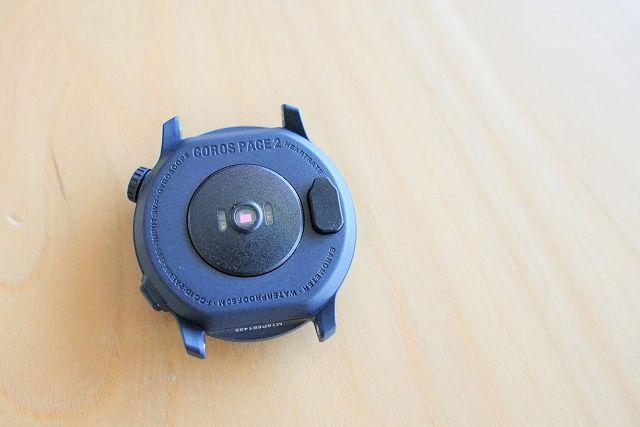 COROS PACE2の充電端子にカバーを装着した状態の画像