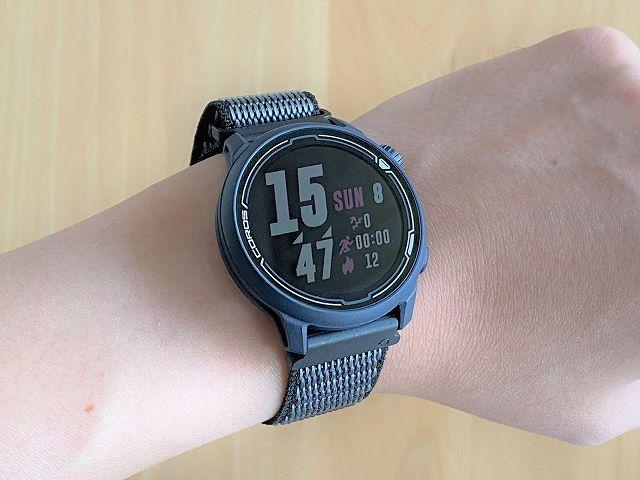 COROS PACE2を腕に装着した状態の画像