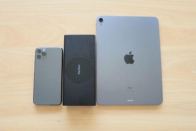 モバイルバッテリー SUPERをiPhone 11 Pro Max と iPad Air4と比較した画像